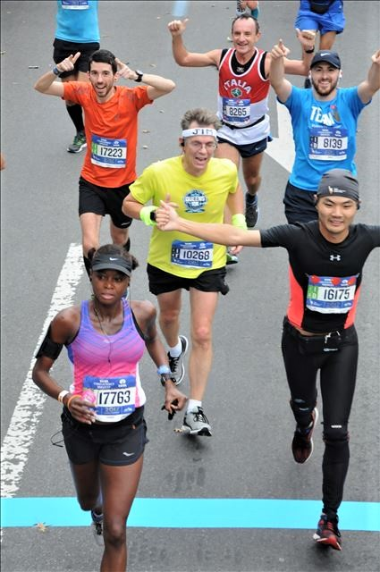 2017 New York City Marathon - Mile 7