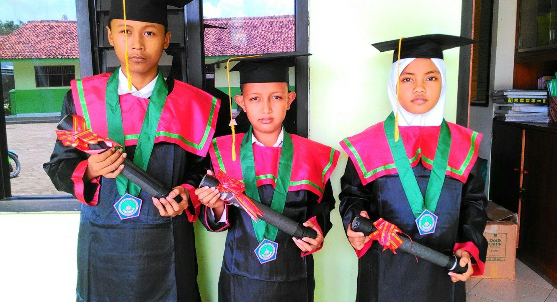 Jual Toga Wisuda Anak Buleleng  Bali