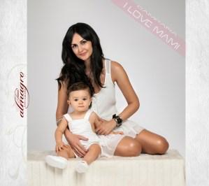 Fotografia de estudio, mamá con hijo, perteneciente a la promocion I LOVE MAMI de Juan Almagro Fotografo de Bodas en Jaén