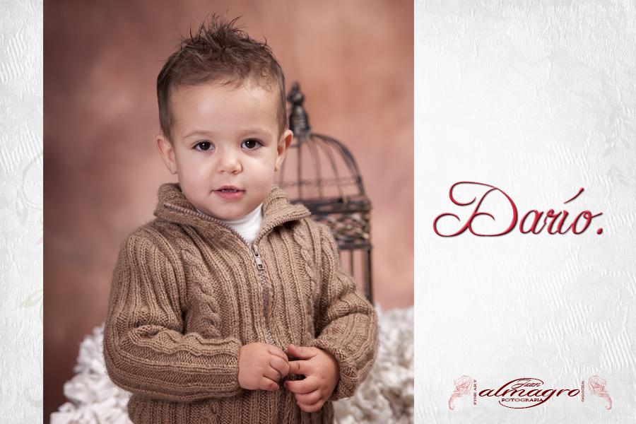 Book de fotografia infantil, fotografia del seguimiento de sus primeros meses de vida.