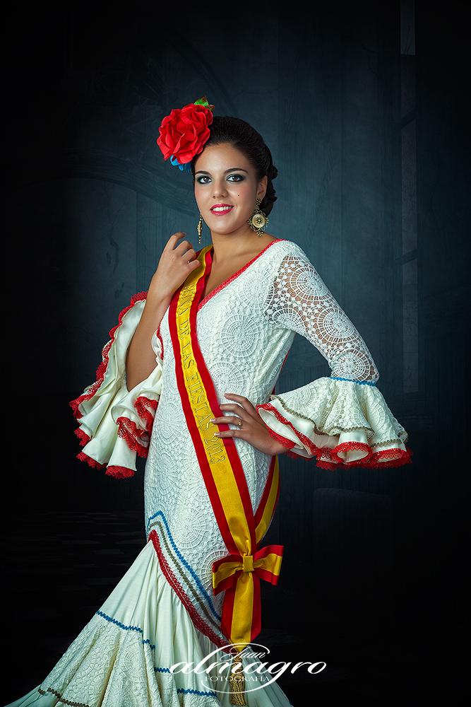 Foto sesión estudio de Traje Rociero - Gitana - Flamenca  para Rosa Gutierrez con motivo de su elección como Reina de las Fiestas en Valdepeñas de Jaén 2013