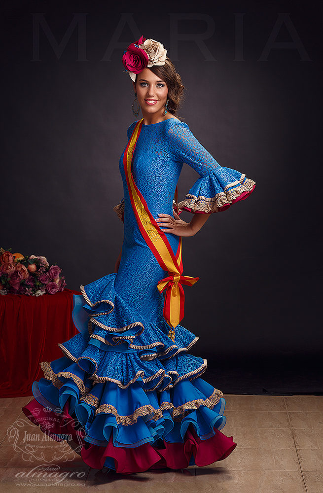 foto de estudio de la Reina de las Fiestas Maria Martinez