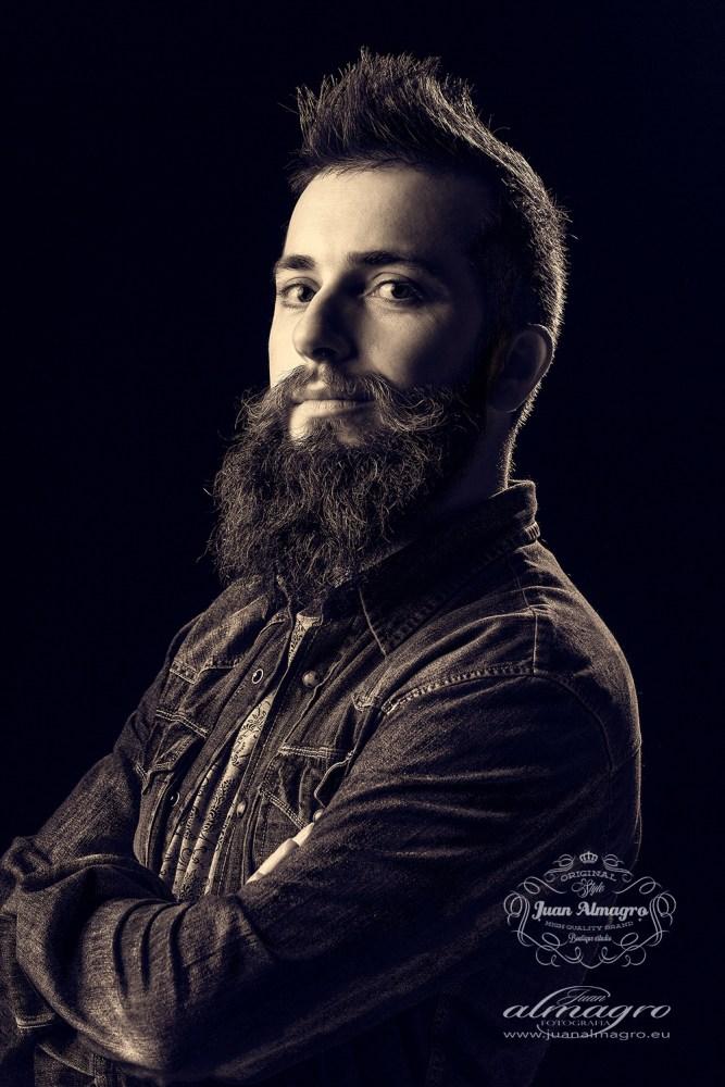Manuel Ramos retrato de estudio