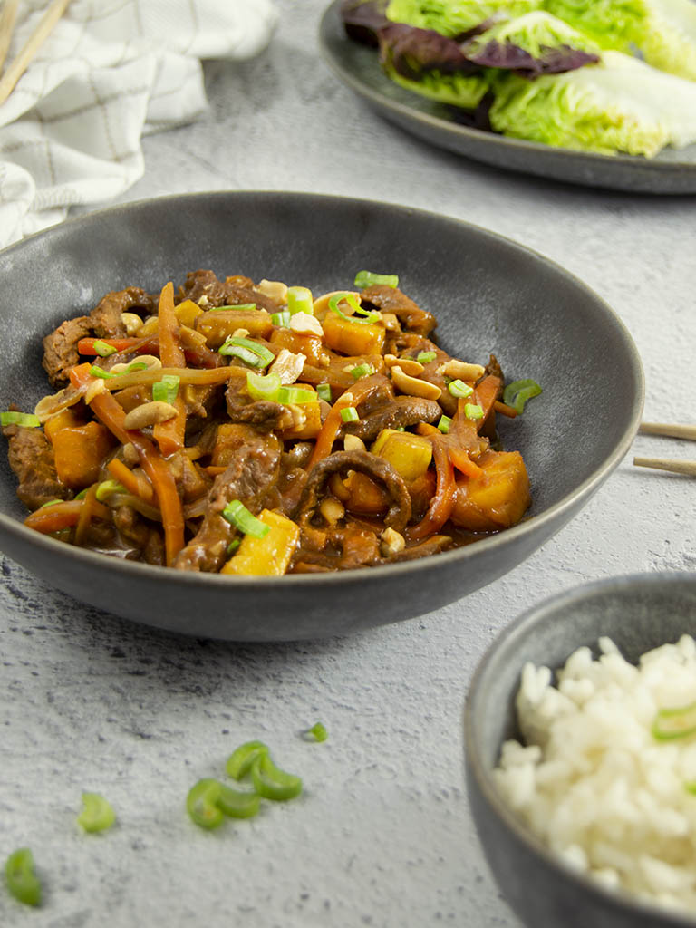 """Salteado coreano de ternera con piña. """"Bulgogi"""" receta"""