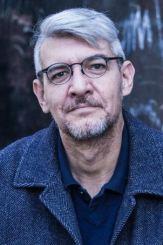escritor Emiliano Monge