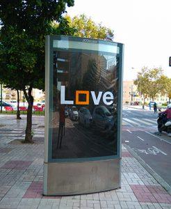 Anuncio LOVE publicidad exterior