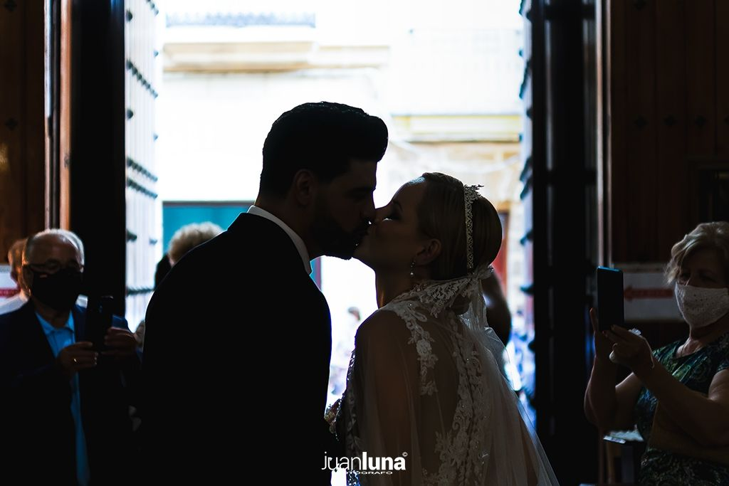 Salida de la Iglesia de los novios. Pandemic Wedding - El Reportaje de Bodas de Mercedes & Juan