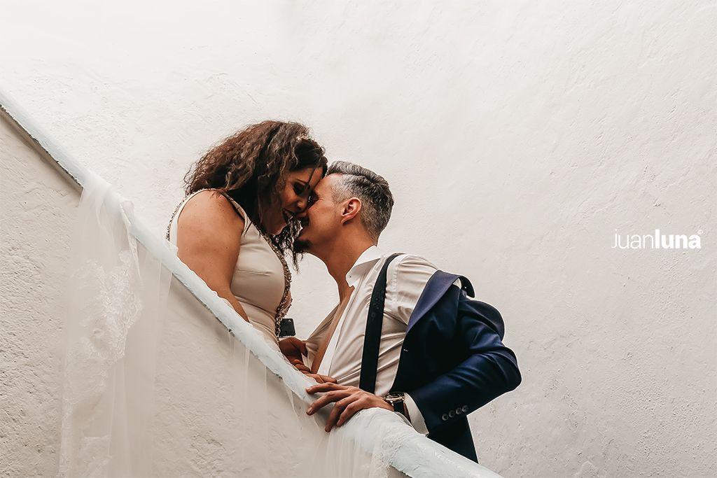 Fotografía emocional de boda. Fotógrafo para bodas en Cadiz y provincia. Las emociones son los primero en la fotografía de bodas.