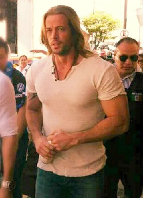 William Levy pelon long hair la tempestad new look telenovela juanofwords