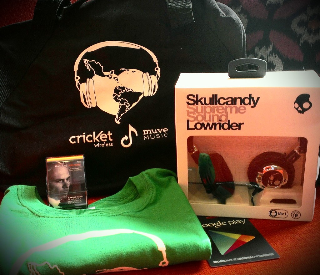 12 Days of Christmas: Day 11 – Música & Cricket Swag!