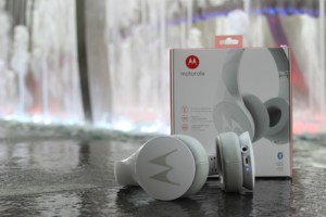 A gift for all the guys in the family, the Motorola Pulse Escape