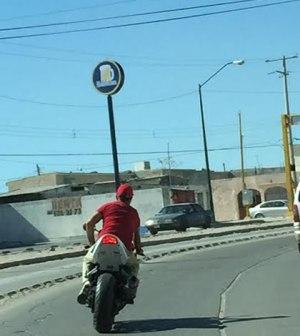 Exhortan a Motociclistas Respetar Reglamento