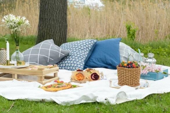 Picknick im Sommer mit tollen Rezepten für Focaccia, leckerer Limonade sowie Dekoration