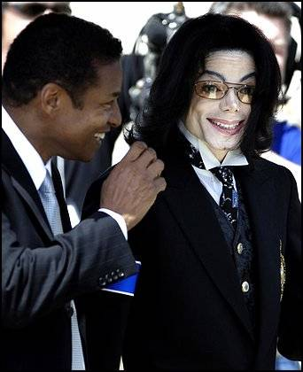 https://i1.wp.com/www.judiciaryreport.com/images/michael-jackson-and-jackie-jackson-7-30-09.jpg