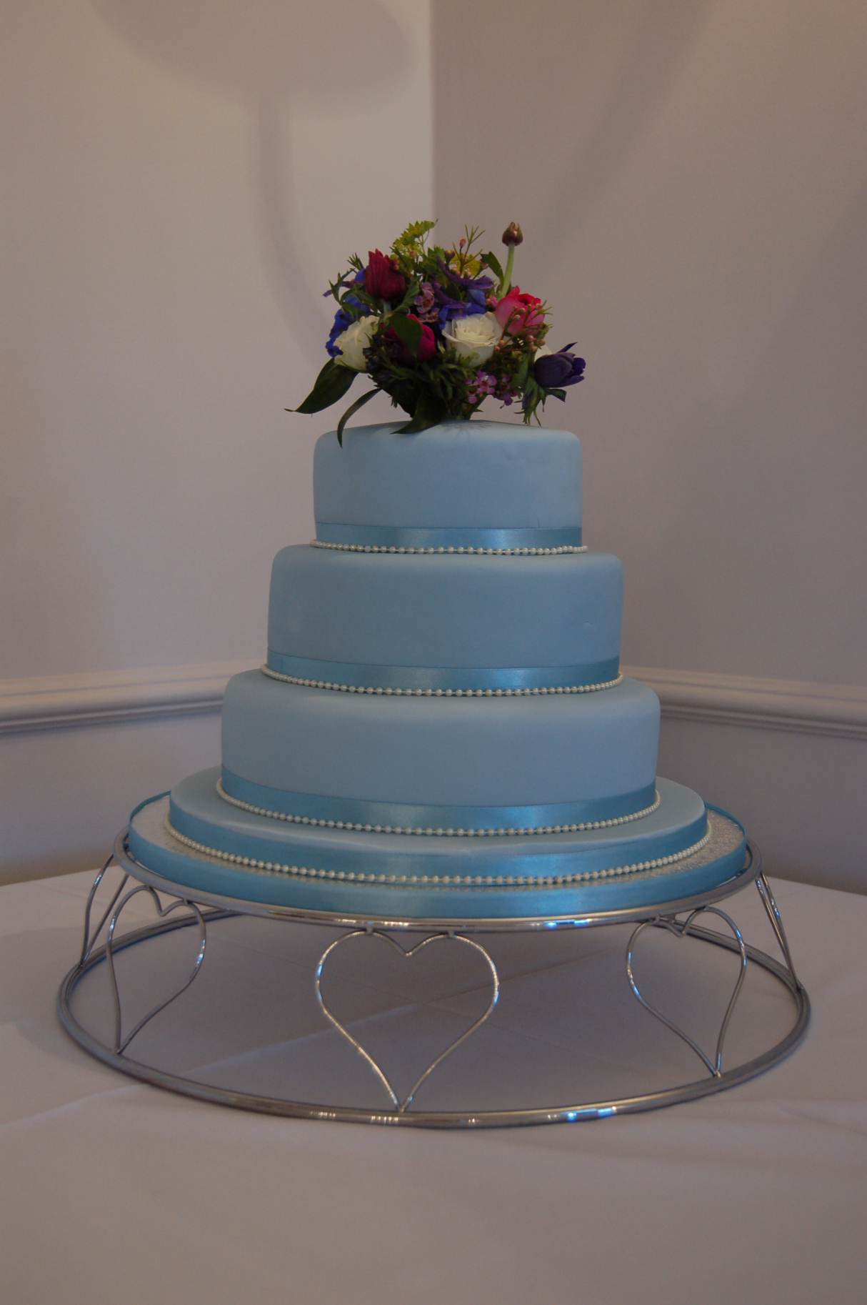 Lowri was delighted with this soft shade of blue accented with matching satin ribbon and tiny pearls