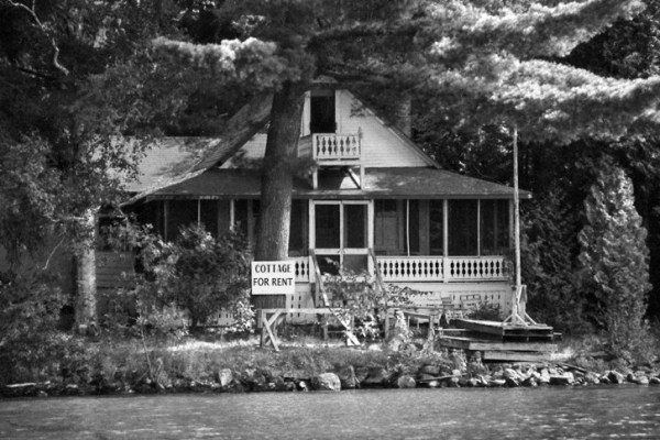 B&W PIC COTTAGE FOR RENT
