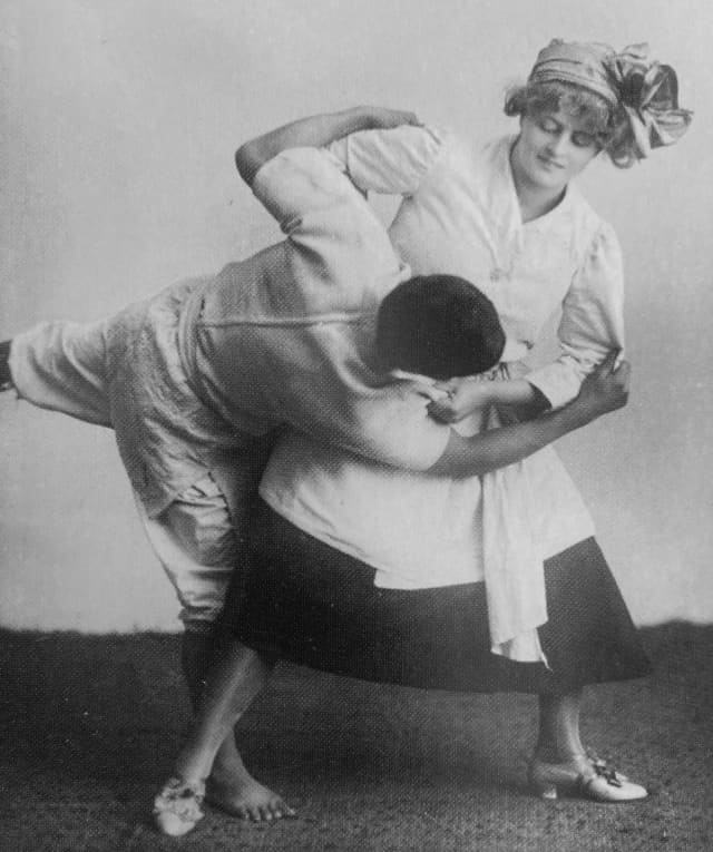 Defesa pessoal feminina em 1905 - © Michel Brousse collection