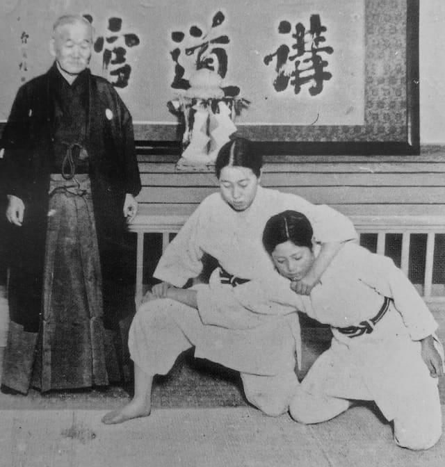 Jigoro Kano ensinando Kata - © Kodokan Institute