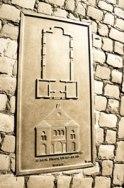 Bronzetafel mit Grundriss und Portalansicht der Emmendinger Synagoge nach der Erweiterung 1922/23
