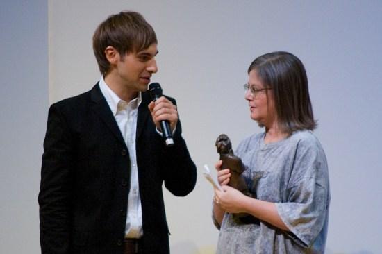 Die Übersetzerin Gabriele Haefs mit Moderator Marc Langebeck
