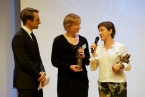Pija Lindenbaum (rechts, Preisträgerin Bilderbuch) mit Übersetzerin Kerstin Behnken // Foto: Ulf Cronenberg, Würzburg