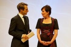 Marc Langebeck im Gespräch mit der Vorsitzenden der Kritikerjury Dr. Susanne Helene Becker // Foto: Ulf Cronenberg, Würzburg