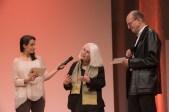 Sabine Friedrichson im Gespräch mit Vivian Perkovic und Laudator Andreas Platthaus (rechts) || © Foto: Ulf Cronenberg