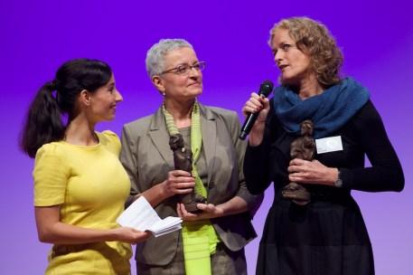Inés Garland (Mitte) und Übersetzerin Ilse Layer (rechts) || Foto: © Ulf Cronenberg
