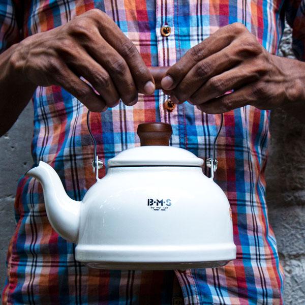 Fujiharo-White-Enamelled-tea-pot-Kettle–India
