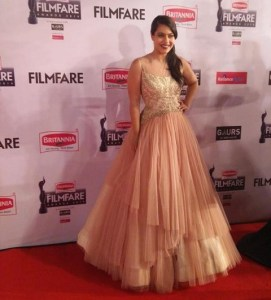 kajol-dress-filmfare-awards-2015