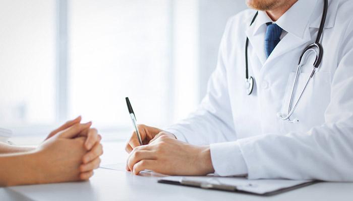 Consecuencias legales por estafa médica en España.