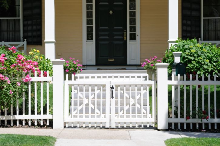 White Picket Fence Front Yard