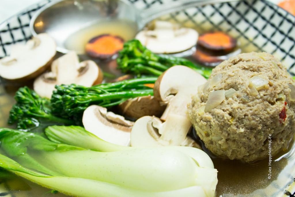 Asia Suppe mit Fleischbällchen und Gemüse