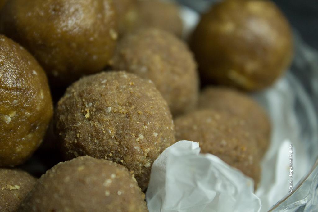 glutenfreie, vegane Erdnussbutter Proteinbälle