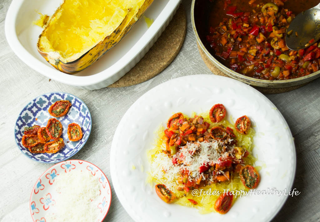 Vegane, glutenfreie Spaghetti Kürbis mit Gemüsebolognese