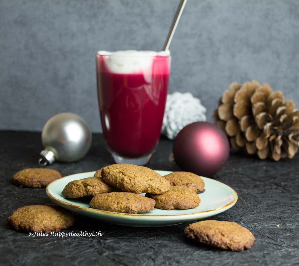 Gingersnap Cookies glutenfree and Beetroot Latte