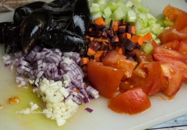 Miesmuscheln in Weißwein mit Gemüse