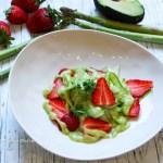 Grüner Spargelsalat mit Avocado Dressing ist glutenfrei und vegan sowie raw food