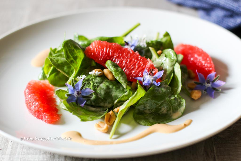 Rezept für Baby Spinat Salat mit Erdnuss Dressing - raw, vegan, glutenfrei