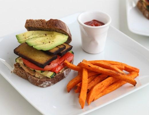Vegane Sandwiches mit Süßkartoffelpommes