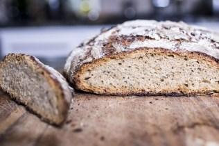 Brot angeschnitten