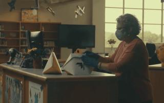 Drone entrega libros de la biblioteca a estudiantes en Virginia