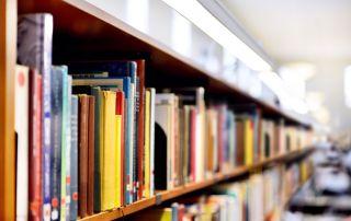 Estanterías biblioteca universidad