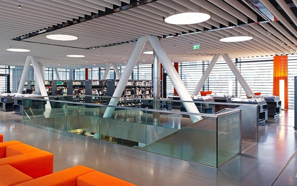 Interior Library bridge  biblioteca puente Bad Vilbel