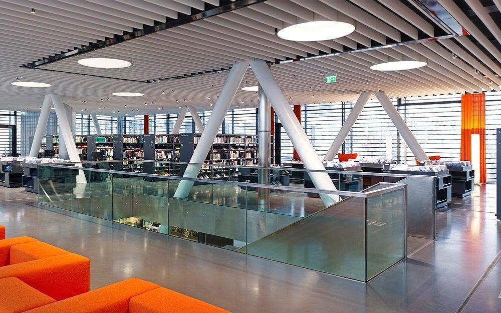 Interior Library bridge  biblioteca puente Bad Vilbel