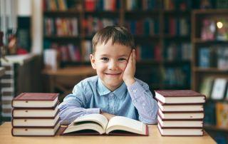 La biblioteca pública tiene que atraer y ganarse la confianza de la población infantil