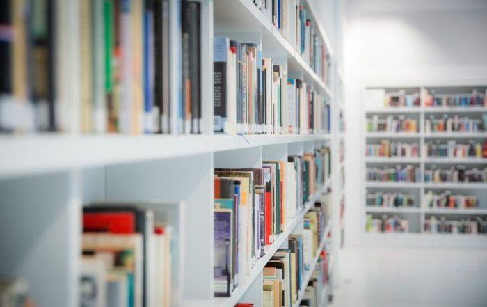 La capacidad de invertir en bibliotecas públicas siempre esta en el punto de mira