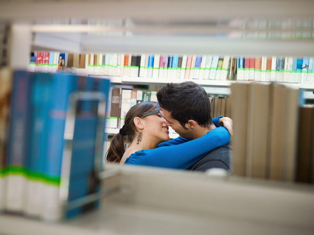Las bibliotecas y su alto potencial de seducción hacen que te enamores de ellas