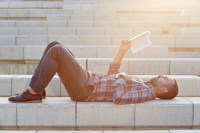Lectores en busca de recomendaciones de libros online