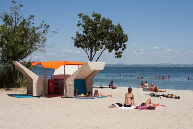 Mobile beach library in Istres